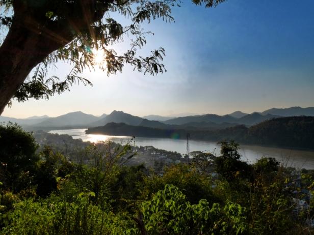 Besonders zum Sonnenuntergang ist der Mount Phou Si sehr empfehlenswert
