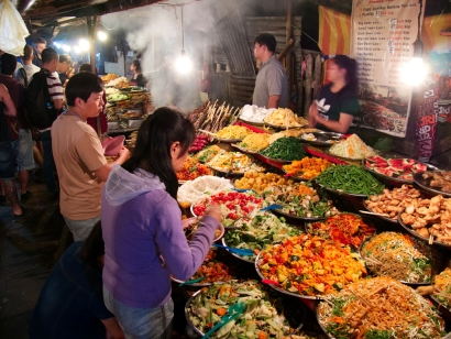 Buffet auf dem Nachtmarkt