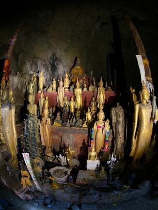 In der oberen Höhle gibt es weitere Statuen