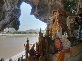 Die untere Höhle bietet keinen Platz für weitere Buddhas