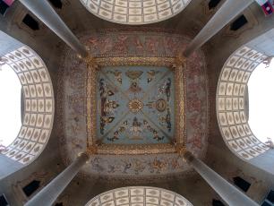 Detaillierte Verzierungen in der Kuppel des Patuxai