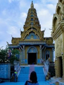 Kleine Tempel zieren den Gipfel