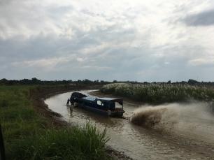 Der niedrige Wasserpegel macht dem Boot zu schaffen