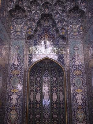 Die zahlreichen Gebetsnischen sind mit Mosaiken verziert