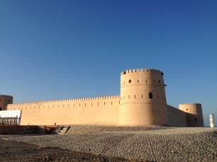 Das Sunaysilah Fort thront über der Stadt