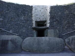 Eingang zum Hügelgrab von Newgrange