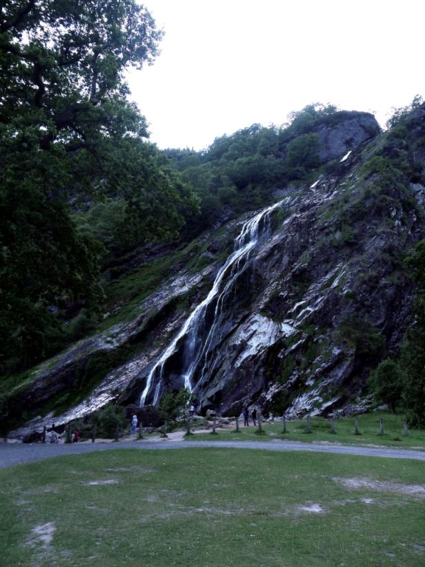 Der Powerscourt Wasserfall ist schon beeindruckend hoch!