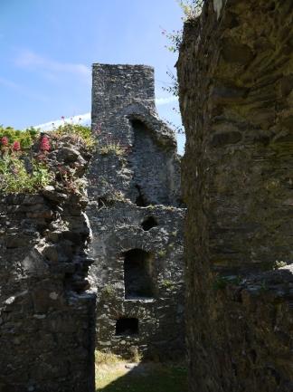 Auf Entdeckungstour durch die Ruine.