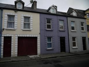 An jeder Straßenecke finden sich hübsche, bunte Häuschen.