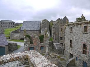 Die alten Gebäude laden zum Entdecken ein.