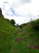 Über Stock und Stein erkunden wir das Tal.