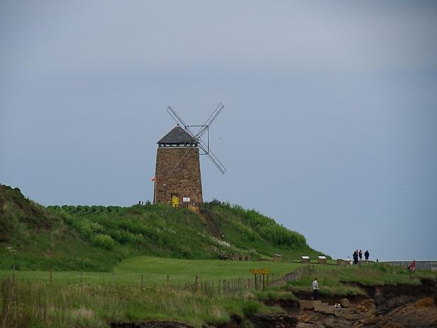 Die alte Windmühle thront am nördlichen Ende von St. Monans.