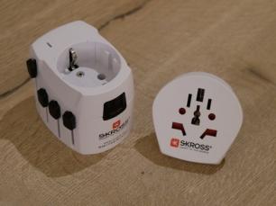 Der Adapter deckt nahezu alle Steckertypen ab.