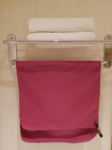 Falls mal kein Handtuchhalter da ist, gibt es eine Schlaufe.