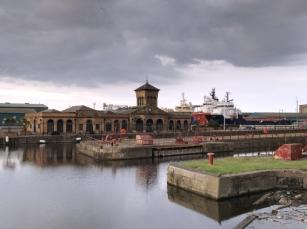 Ein Spaziergang entlang der Docks lohnt allemal.