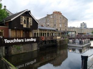 """...im """"Teuchters Landing"""": in Leith verdurstet man nicht."""