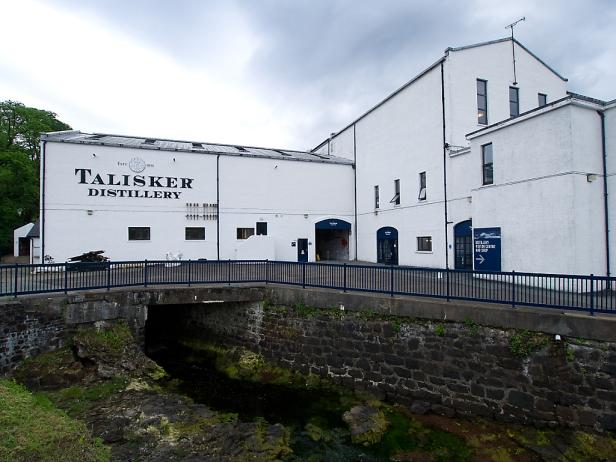 Von außen ist die Destillerie von Talisker eher funktional.