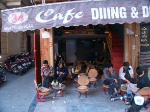 In den Straßencafés ist immer was los.