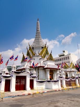 Lak Muang kann man sich vor dem Palast anschauen.
