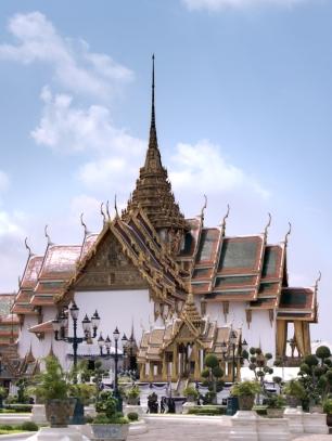 Der Stil des Palastes erinnert an den in Phnom Penh.