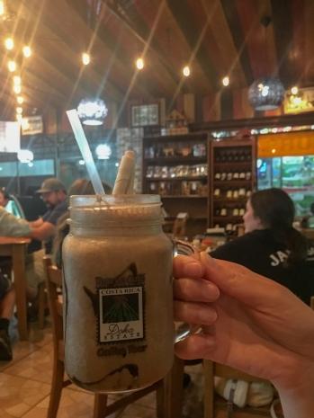 Eiskaffee mit Sahne und Cola? Klingt komisch, schmeckt aber super!