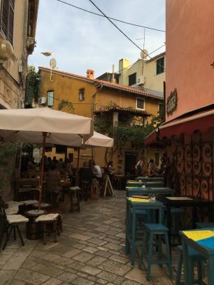 Viele Cafés und Restaurants laden zum Verweilen ein.